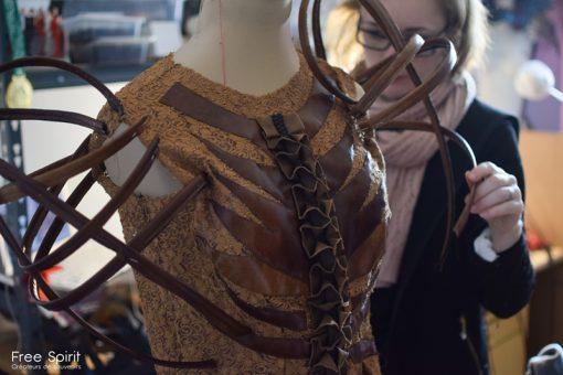robe marron pour spectacle avec des épaulettes par Fraise au Loup EMAJINARIUM